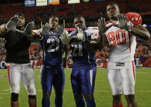 "Frank Gore, 2nd from right, and Andre Johnson, far right, flashing ""The U"" at Pro Bowl"