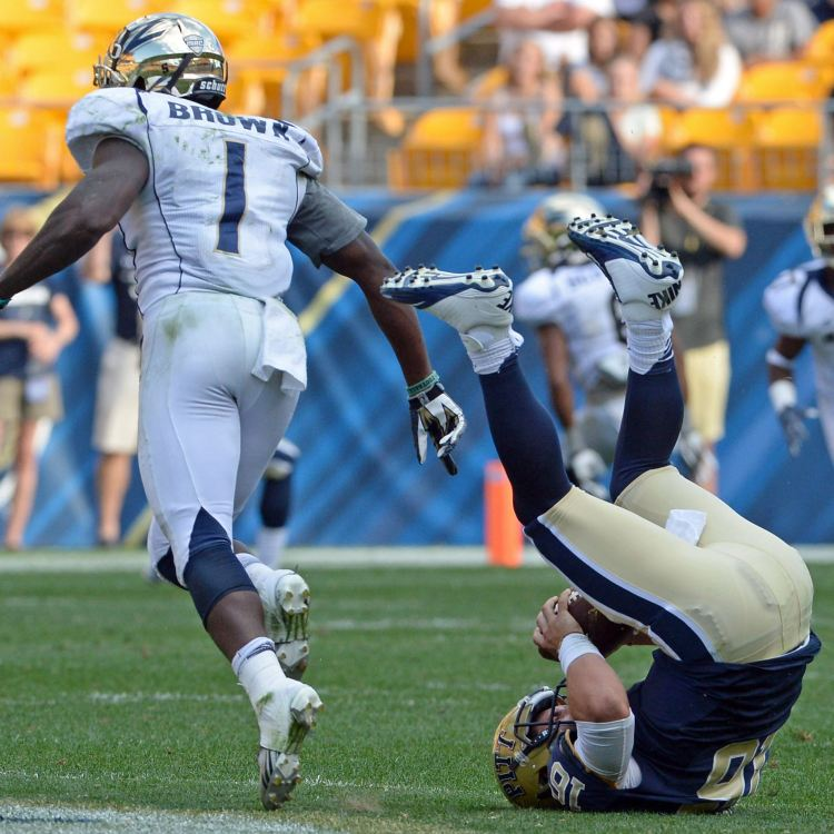Akron LB Jatavis Brown sacks Pitt QB Chad Voytik (Matt Freed/Post-Gazette)