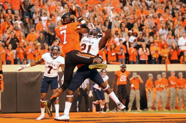 Sep 13, 2014; Stillwater, OK, USA; Oklahoma State Cowboys wide receiver Brandon Sheperd (7) catches a touchdown pass while being defended by UTSA Roadrunners cornerback Bennett Okotcha (21) during the second quarter at Boone Pickens Stadium. Mandatory Credit: Mark D. Smith-USA TODAY Sports