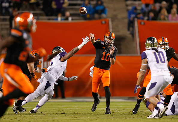 TEMPE, AZ - JANUARY 02:  Quarterback Mason Rudolph #10 of the Oklahoma State Cowboys throws a pass during the first quarter of the TicketCity Cactus Bowl against the Washington Huskies at Sun Devil Stadium on January 2, 2015 in Tempe, Arizona.  (Photo by Christian Petersen/Getty Images)