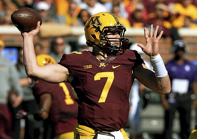 Minnesota sophomore quarterback Mitch Leidner drops back to pass against Northwestern in the third quarter at TCF Bank Stadium in Minneapolis on Saturday, October 11, 2014. The Gophers beat Northwestern, 24-17. (Pioneer Press: John Autey)