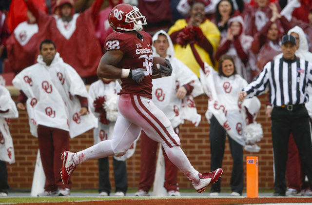 Nov 22, 2014; Norman, OK, USA; Oklahoma Sooners running back Samaje Perine (32) runs for a touchdown during the game against the Kansas Jayhawks at Gaylord Family - Oklahoma Memorial Stadium. He broke the ncaa all-time single game rushing record during the game. Mandatory Credit: Kevin Jairaj-USA TODAY Sports