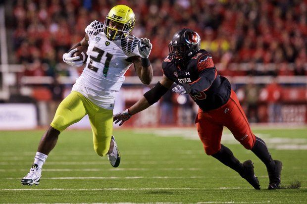 Oregon RB Royce Freeman runs the ball against Utah in 2014 (Photo Courtesy of Thomas Boyd/The Oregonian)