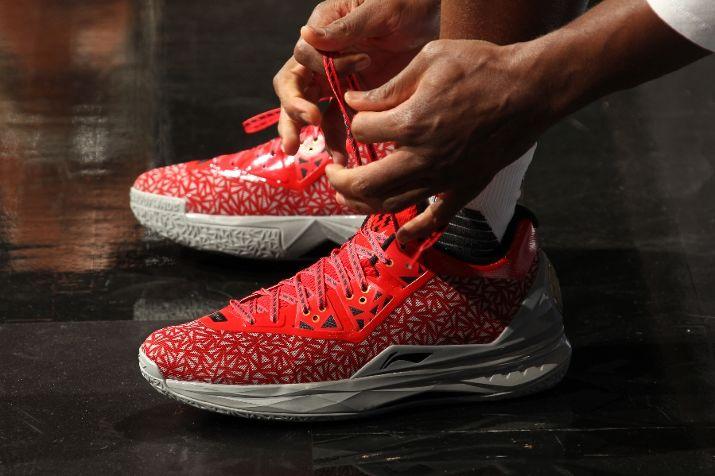 NBA-Kicks-2015-10-28-Dwyane-Wade-Li-Ning-Way-of-Wade-4-Lucky-13-1.jpg